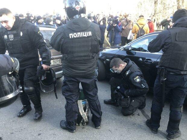 Под стенами Рады ушел из жизни протестующий: Нацкорпус обвиняет полицию