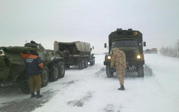 Що відбувається: вулиці Києва заполонила бронетехніка