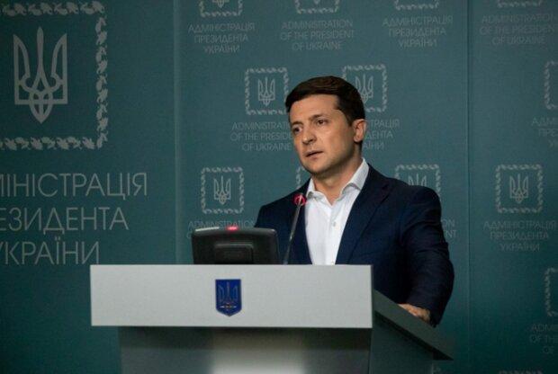 Володимир Зеленський проводить терміновий брифінг
