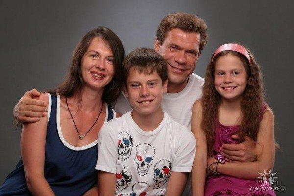 Олег Царев с семьей