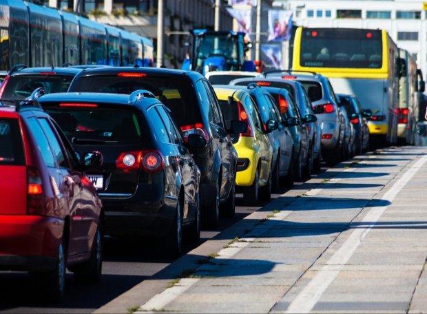 Київ завмер у заторах: бережіть бензин та нерви, це надовго