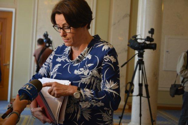 Налоговая дива Нина Южанина носит часы стоимостью 11 евроблях