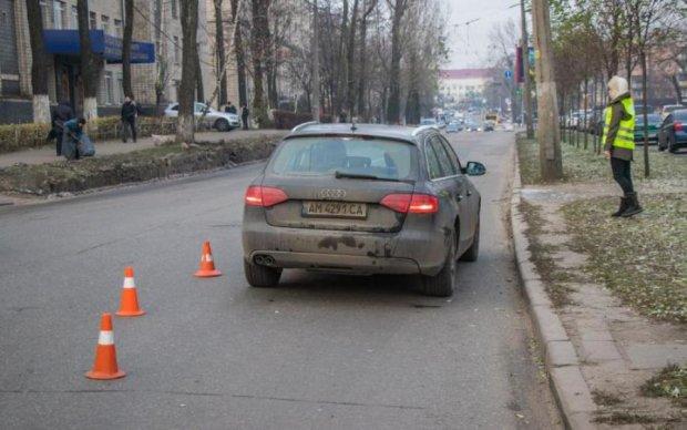 Вирішив ризикнути: авто знесло киянина біля переходу