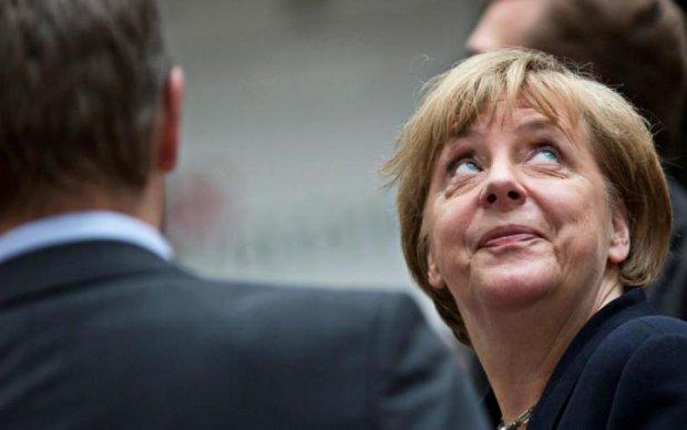 Влучили у стегно: виступ Меркель закінчилося плачевно