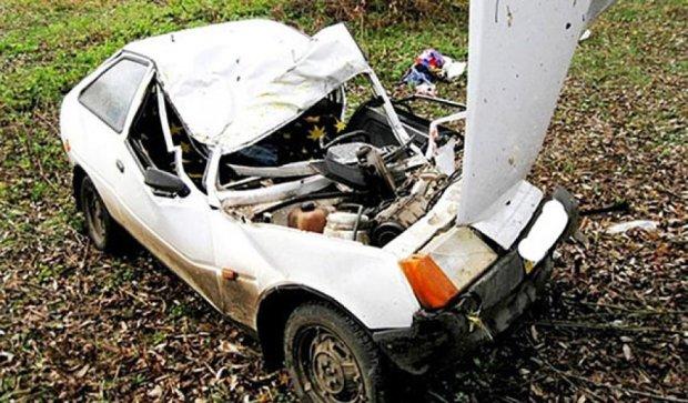 В кровавой аварии под Винницей пострадали пятеро - водитель погиб (фото)
