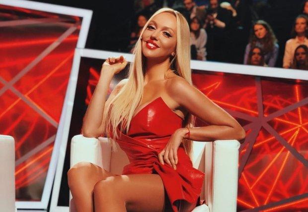 Грудь Поляковой в тесном латексе сразила фанатов: пикантное фото
