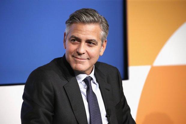 Джордж Клуні розповів про дикі подвиги принца Чарльза: танцював на столі та облизував підгузок
