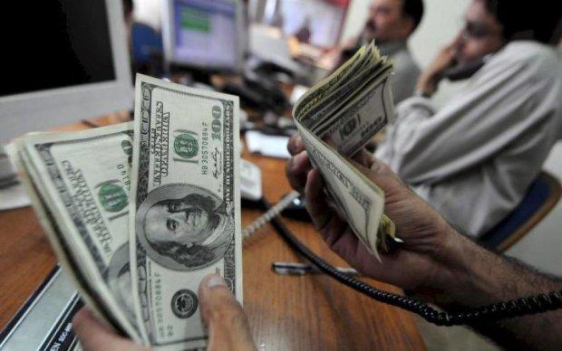 Курс валют на 26 июня: гривна продолжает нокаутировать