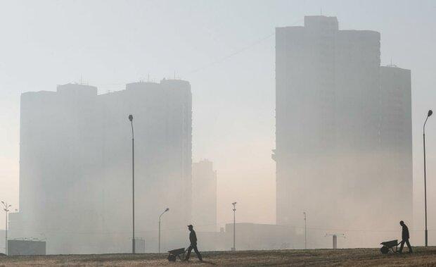 Отруйний туман на вулицях Києва: у КМДА нарешті назвали причини і небезпеки