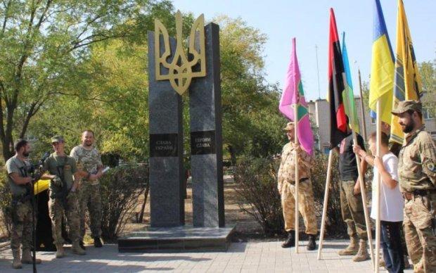 Вандали спотворили пам'ятник героям АТО в День Незалежності