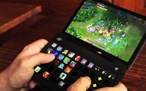 Samsung врывается в карманный киберспорт