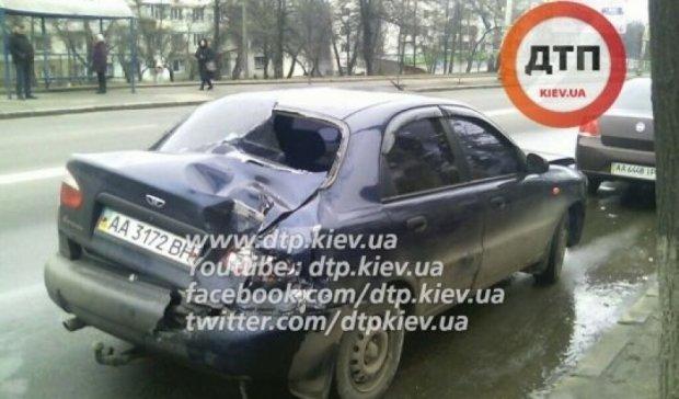 В Киеве бетономешалка протаранила маршрутку (фото)