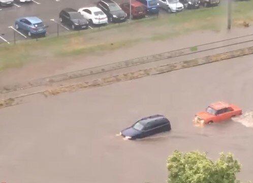 Харьков превратился в Венецию и ушел под воду после мощного ливня - воды по колено