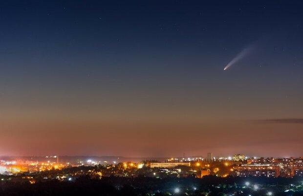 Запорожский фотограф поймал в обьектив уникальную комету - раз в шесть тысяч лет