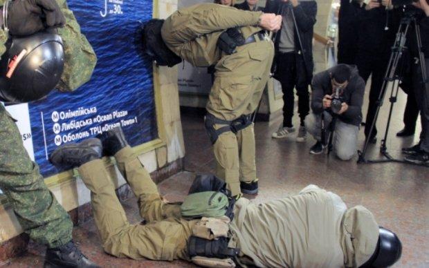 """КОРД """"розібрався"""" з терористами в київському метро: відео"""