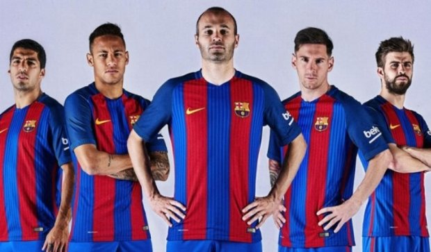 """Барселона"" представила новую форму без спонсора"