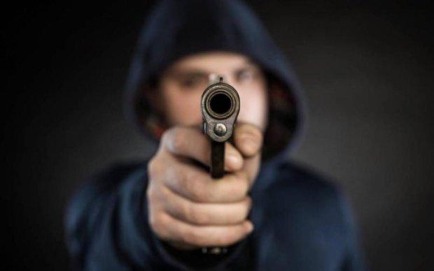 Срочно! В Киеве вооруженная банда напала на бизнесвумен