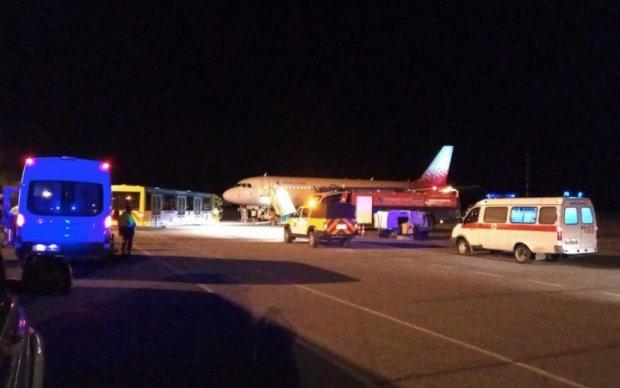 Выпали из самолета: безбилетных пассажиров настигла страшная смерть