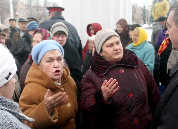 Головне за ніч: пенсії по-новому та заборона московських попів