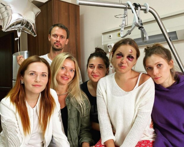 """""""Несчастный случай?"""" Укрзализныця увязла в скандале с психом, который искалечил девушку в поезде"""
