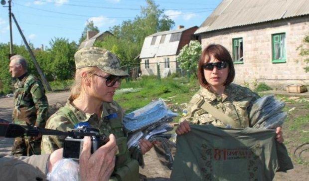 Жінки з Міноборони передали бійцям АТО вишиванки