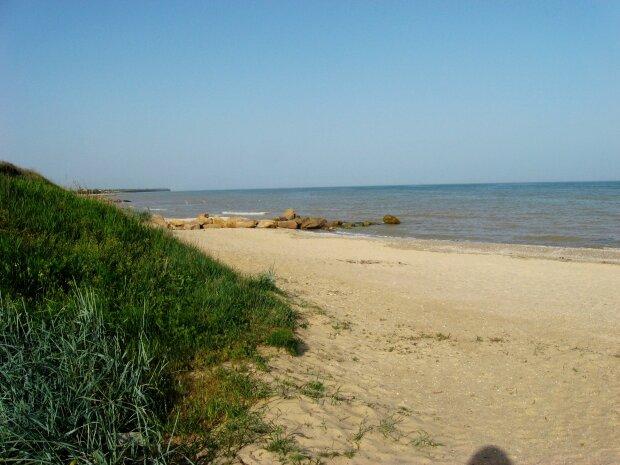 Азовское море съедает пляжи, популярный курорт на пороге Апокалипсиса: прощай, отдых