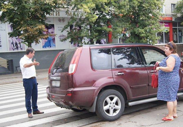 """Львів'яни жорстко провчили чергового автохама: """"Би*ло, навчись паркуватися"""""""