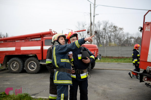 В українських храмах почалися масові обшуки, працюють тисячі копів: готуються до Різдва