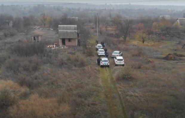 """Под Днепром в заброшенном доме нашли два скелета, копы потеряли дар речи: """"Обмотали пленкой"""""""