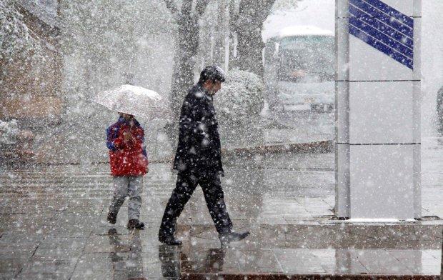 Синоптик розповів, де чекати сніг, а де - дощ: прогноз погоди на новорічні свята