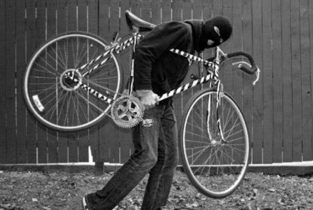Парень украл велосипед в Каневе, чтобы заработать на проезд