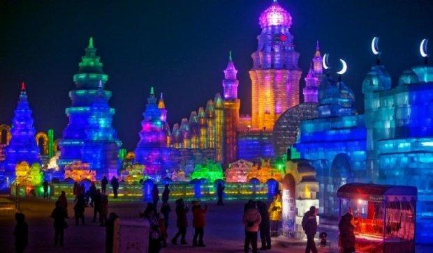 Сказочный город из льда в Китае (видео)
