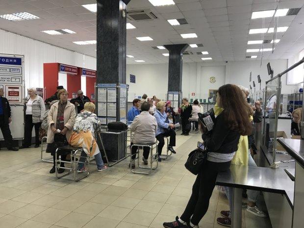 Встигніть врятувати гроші: українців попередили про ліквідацію найбільших банків