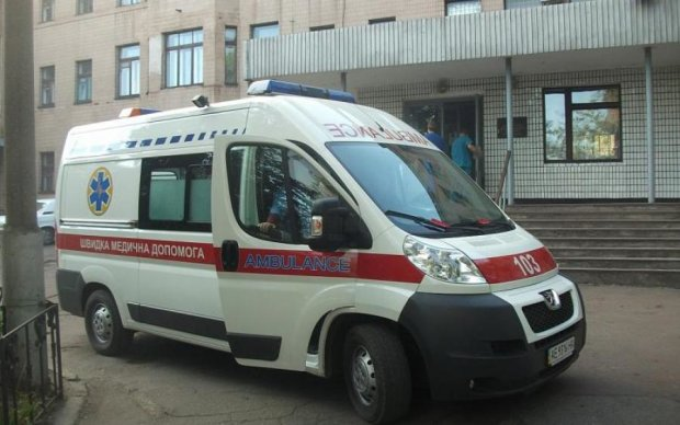От удара слетела обувь: лихач снес детей под Киевом