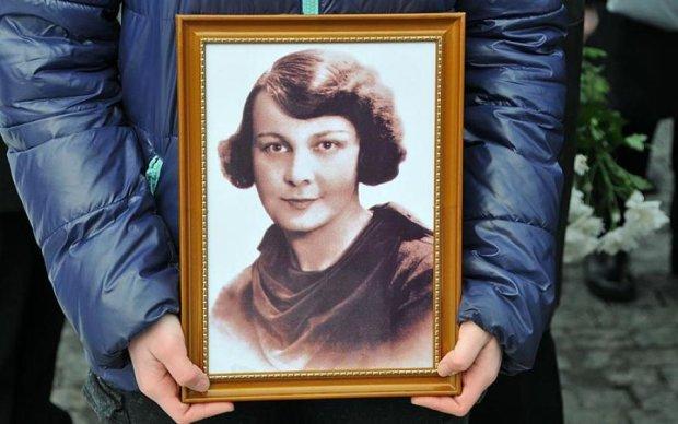 У Бабиному Яру вшанували пам'ять легендарної української поетеси