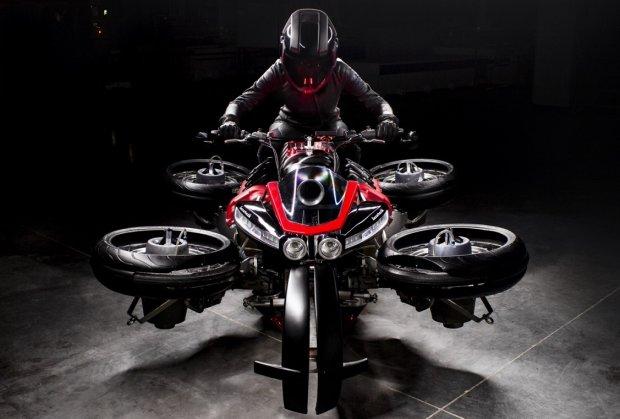 Три метри над рівнем неба: французи створили перший у світі літаючий мотоцикл