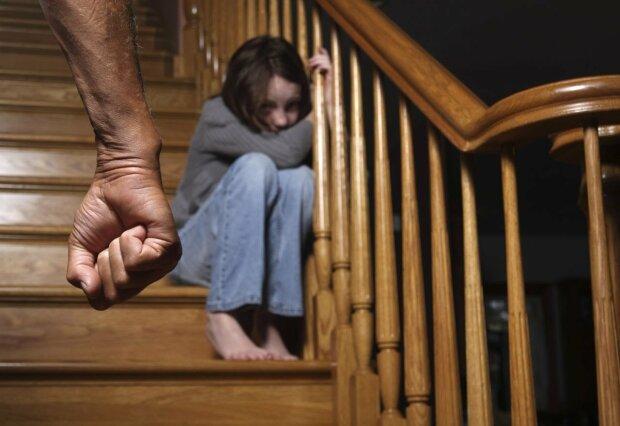 У Запорізькій області чоловік проломив голову маленькій дівчинці та втік: запам'ятайте цю пику
