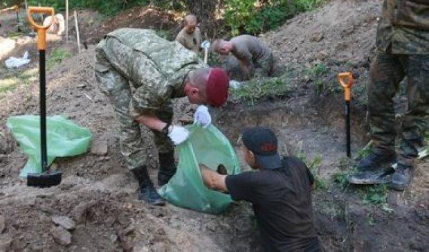 Масштабные раскопки на Аскольдовой могиле: обнаружены останки 600 солдат