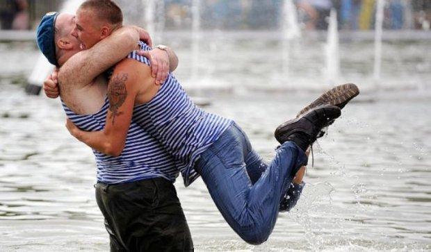 В Петербурге в день ВДВ отключат любимые фонтаны пьяных десантников