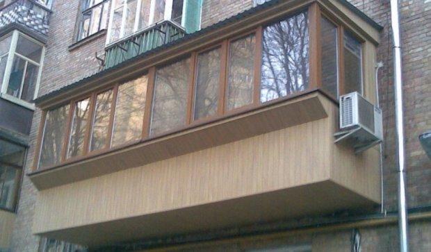 Падение балкона едва не убило двоих львовян
