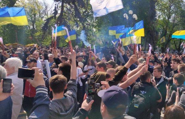 """""""Пора убрать эту дикость"""": Романенко пояснил, зачем Зеленскому менять языковой закон"""