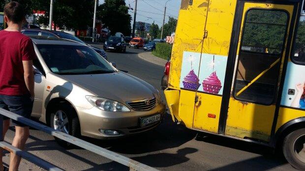 Одеські автохами паралізували пів міста, ні пройти ні проїхати: ганебні кадри