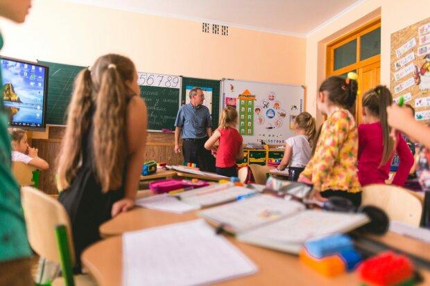 """Українські поліцейські """"вивчать"""" усі прогули школярів: батькам доведеться відповісти перед законом"""