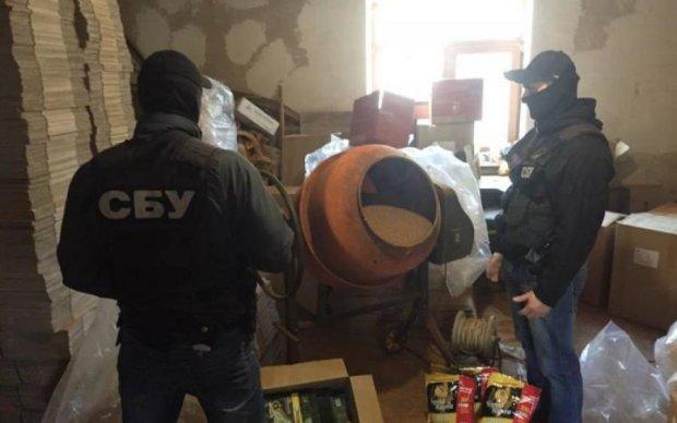Кава по-київськи: мешканців столиці поїли сурогатом з бетономішалки