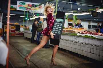 Розпусна Полякова привітала фанатів апетитними булочками: фото