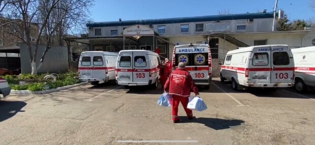 """У Тернополі медики швидкої нарвалися на гнів п'яної пацієнтки - """"Накинулася і побила"""""""