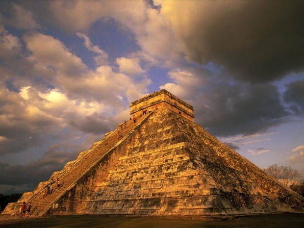 Дещо неймовірне сталося під час молитви біля піраміди майя: боги дали про себе знати