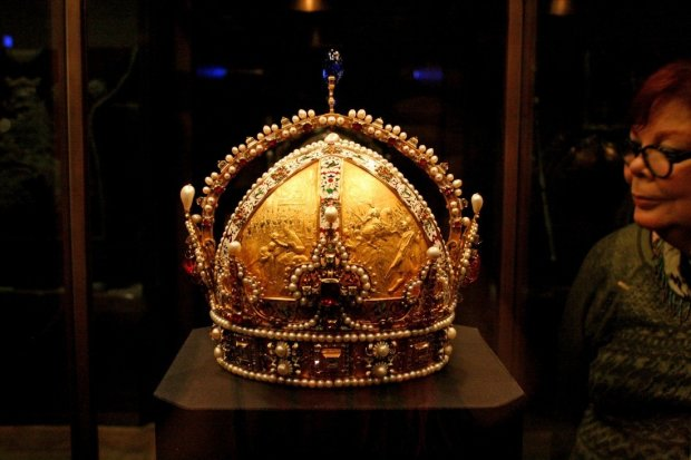 Сокровища великих монархов обнаружили среди кучи мусора