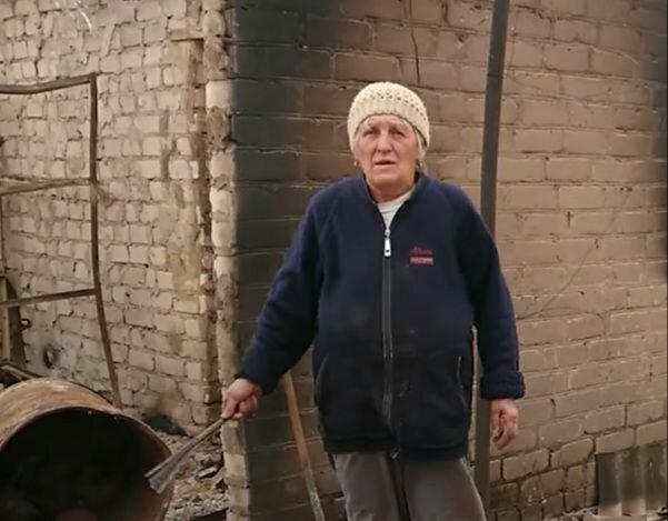 """Луганщина продолжает пылать, люди рыдают над сгоревшими домами: """"Как пережить зиму?"""""""