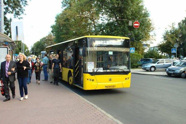 """В Киеве неадекват всадил пулю в водителя, пассажиры онемели от ужаса: """"Мешал разговорами"""""""